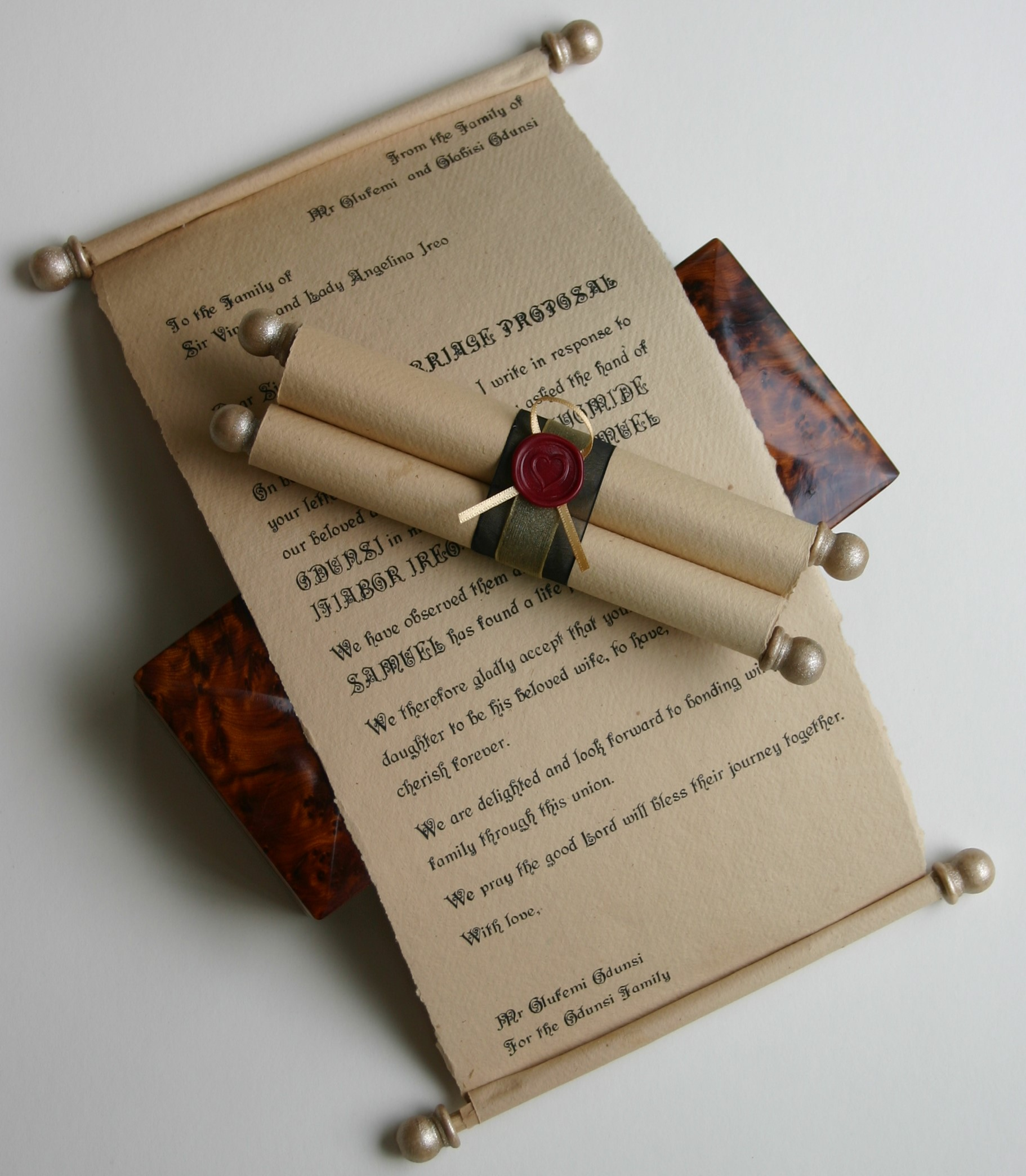 Give a letter or poem as a personalised gift scroll - Trinitybox